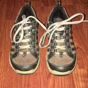 Boys size 12.5 leather shoes